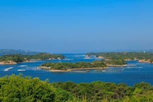 新緑の桐垣展望台から望む英虞湾の写真素材 [FYI02087576]