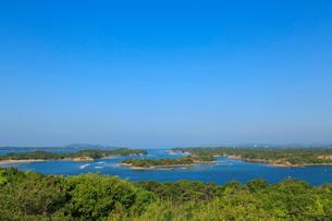 新緑の桐垣展望台から望む英虞湾の写真素材 [FYI02087584]