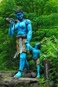 登別温泉の歓迎・親子鬼像の写真素材 [FYI02087801]