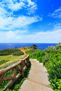沖縄石垣島 御神崎灯台から望む海の写真素材 [FYI02087838]