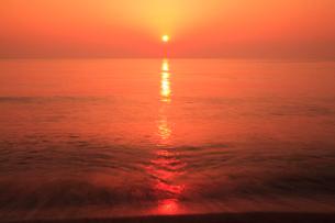 片野海岸 夕日と海の写真素材 [FYI02087909]