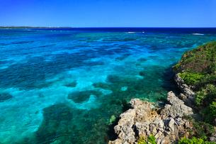 沖縄宮古島 来間島から望む海の写真素材 [FYI02088000]