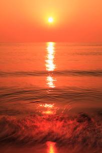 片野海岸 夕日と海の写真素材 [FYI02088108]