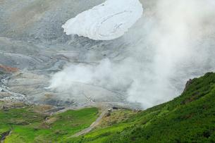 立山黒部・室堂平 地獄谷の写真素材 [FYI02088149]