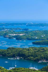 新緑の横山展望台から望む英虞湾の写真素材 [FYI02088765]