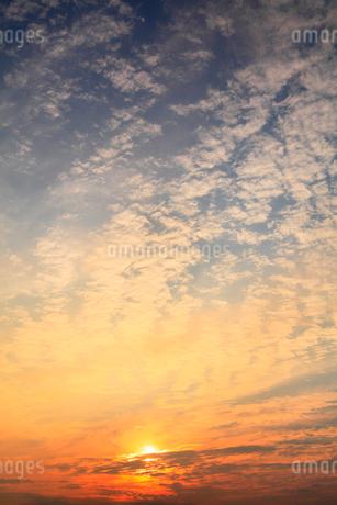 朝日と雲の写真素材 [FYI02088834]