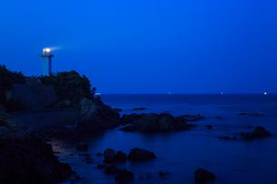 薄暮の安乗埼灯台の写真素材 [FYI02088852]