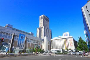 札幌駅とJRタワーの写真素材 [FYI02089078]