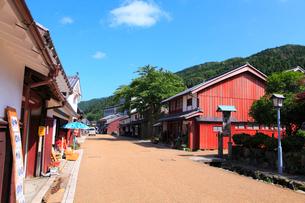 若狭鯖街道熊川宿 中の町の家並みの写真素材 [FYI02089210]
