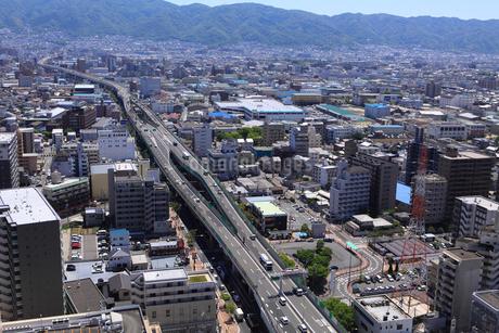 阪神高速東大阪線と街並みの写真素材 [FYI02089364]