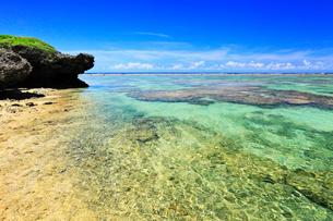 沖縄西表島 星砂の浜と海の写真素材 [FYI02089445]