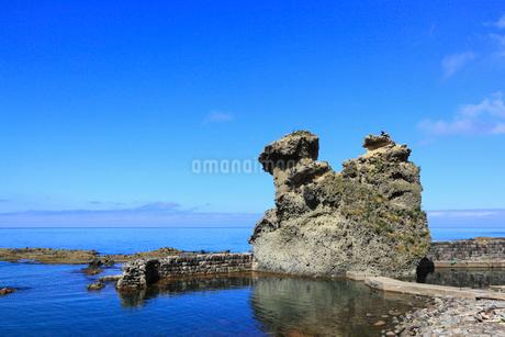 積丹半島・キス熊岩と日本海の写真素材 [FYI02089875]