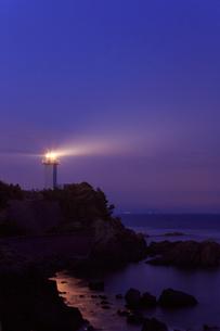 薄暮の安乗埼灯台の写真素材 [FYI02089923]