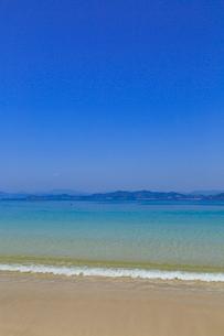 御座白浜海岸 浜辺に打ち寄せる波の写真素材 [FYI02090256]