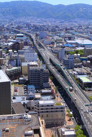 阪神高速東大阪線と街並みの写真素材 [FYI02090357]