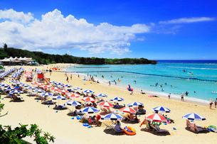 沖縄本島 ニライビーチの海の写真素材 [FYI02090358]