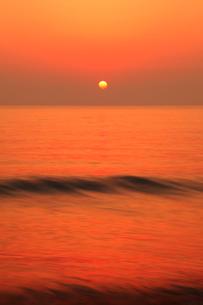 片野海岸 夕日と海の写真素材 [FYI02090363]