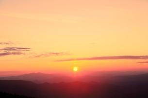八幡平アスピーテラインの夕日の写真素材 [FYI02090563]