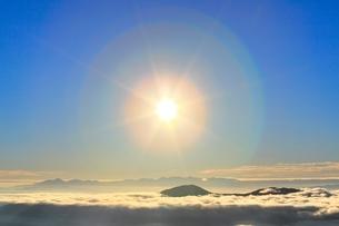 乗鞍エコーラインより朝日と雲海の写真素材 [FYI02090575]