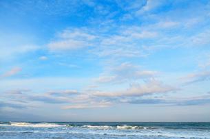朝の日本海・片野海岸の写真素材 [FYI02090876]