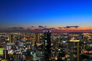 大阪・梅田のビル群夜景の写真素材 [FYI02090929]