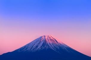 櫛形林道より富士山と夕焼けの写真素材 [FYI02091025]