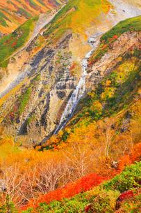 秋の立山・天狗平より望むソーメン滝の写真素材 [FYI02091084]