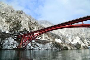 雪の庄川峡の写真素材 [FYI02091090]