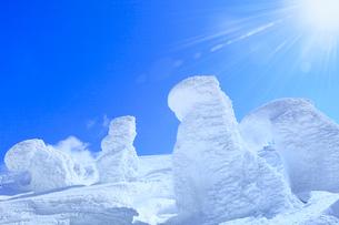 蔵王 地蔵山の樹氷と太陽の写真素材 [FYI02091162]