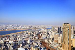 梅田スカイビル屋上から望む大阪市街と淀川の写真素材 [FYI02091174]