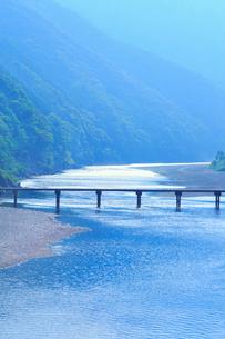 岩間沈下橋と四万十川の写真素材 [FYI02091349]