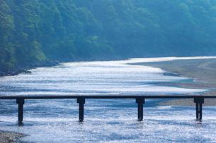 岩間沈下橋と四万十川の写真素材 [FYI02091364]