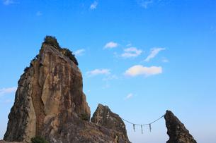 室戸鹿岡鼻の夫婦岩の写真素材 [FYI02091384]