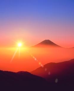 丸山林道より富士山と朝日に雲海の写真素材 [FYI02091631]