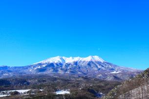 開田高原 九蔵峠より望む冬の御嶽山の写真素材 [FYI02091844]