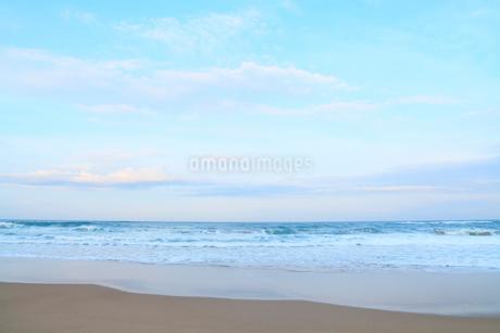 朝の日本海・片野海岸の写真素材 [FYI02091845]