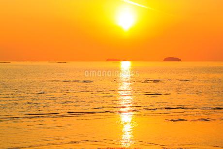 播磨灘の海と夕日の写真素材 [FYI02092237]