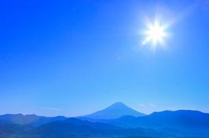 櫛形林道より富士山と太陽の写真素材 [FYI02092325]