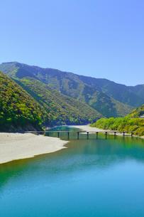 四万十川と岩間沈下橋の写真素材 [FYI02092414]