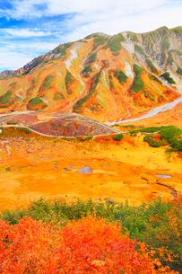 秋の立山・室堂平より望む血の池の写真素材 [FYI02092507]