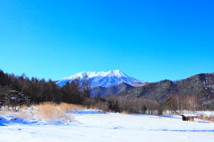 開田高原 御嶽山の冬景色の写真素材 [FYI02092716]