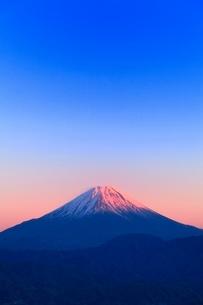 櫛形林道より富士山と夕焼けの写真素材 [FYI02092761]