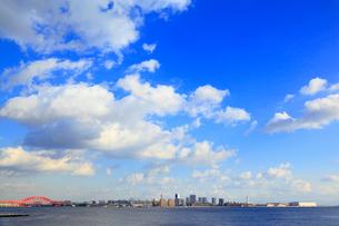神戸ハーバーランドから望むポートアイランドの写真素材 [FYI02092862]