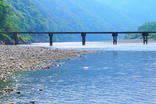 岩間沈下橋と四万十川の写真素材 [FYI02092949]