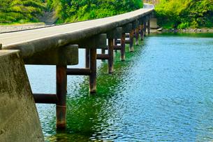 岩間沈下橋と四万十川の写真素材 [FYI02093027]