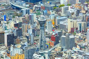 あべのハルカスより通天閣と大阪の街並みの写真素材 [FYI02093523]