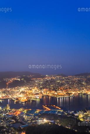 稲佐山から望む長崎市街の夜景の写真素材 [FYI02093695]