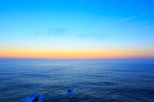 足摺岬の夜明けと海の写真素材 [FYI02093778]