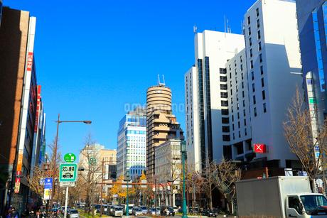大阪・御堂筋のビル群の写真素材 [FYI02093930]