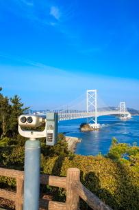 鳴門海峡と大鳴門橋の写真素材 [FYI02094081]